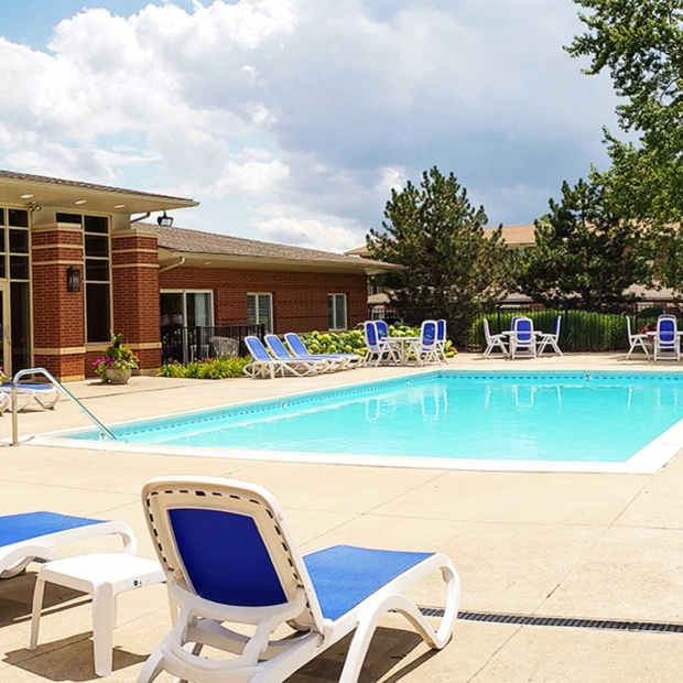 Park Butterfield Apts Outdoor Pool